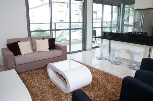 Ziv Apartments 8 Amos Street