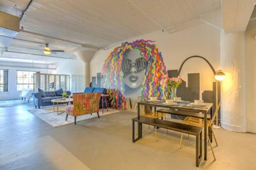 Vogue loft walk to CityMu Cards Aquarium ConvCtr