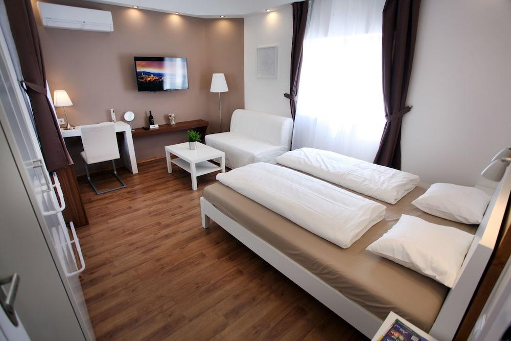 Dfive Apartments Szervita