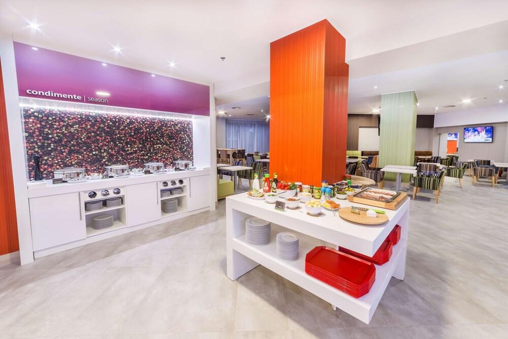 Gallery image of Hampton By Hilton Iasi