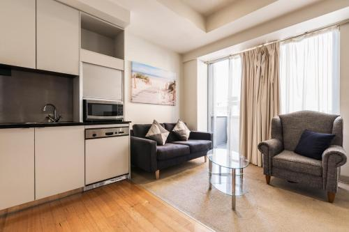 Collins St Melbourne CBD 2 Bedroom Apartment with balcony