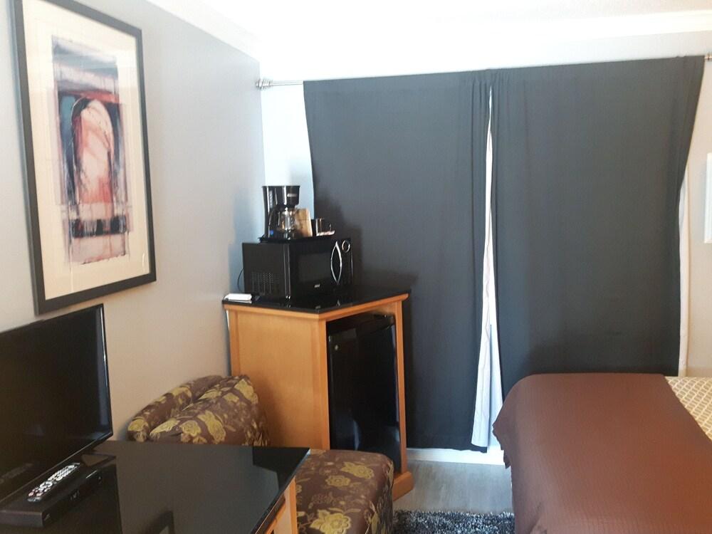 Gallery image of Fuller Lake Motel