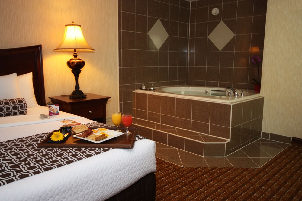 Gallery image of Crowne Plaza Chicago Northbrook