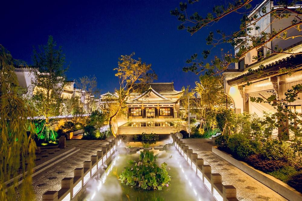 Xinhualian Lvxingu Hotel
