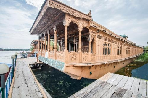 6 BR houseboat on Dal Lake Srinagar by GuestHouser 15814