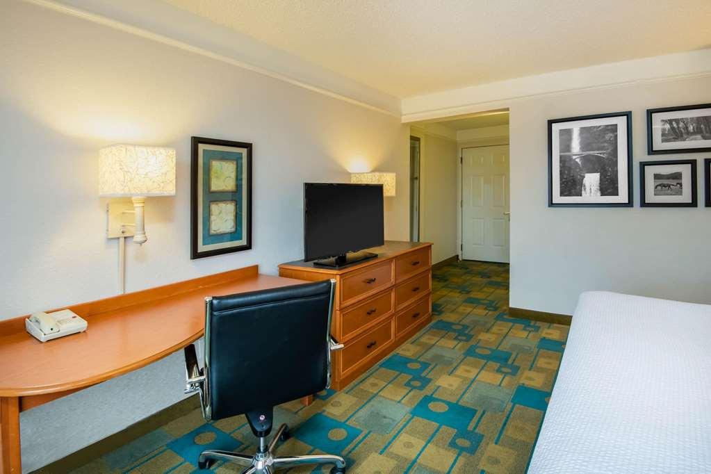 Gallery image of La Quinta Inn & Suites by Wyndham Colorado Springs South AP