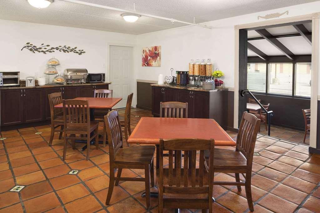 Gallery image of Days Inn by Wyndham Brantford