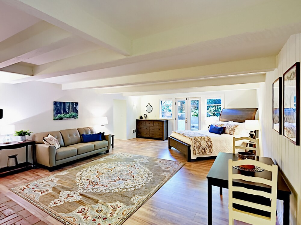 Upscale Daylight Studio Studio Bedroom Duplex