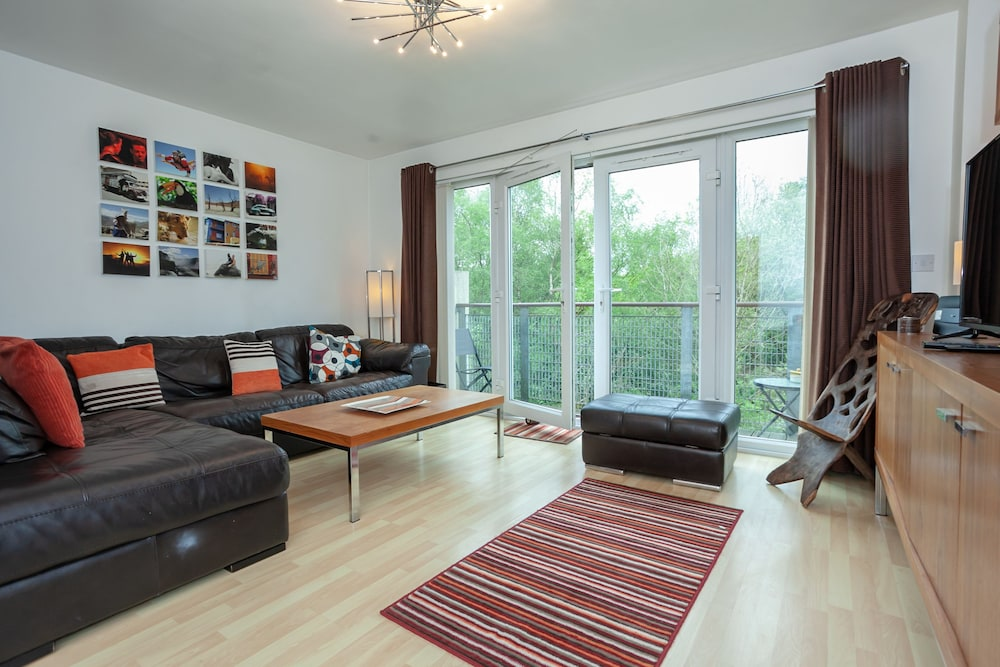 Lakeside view Manchester townhouse