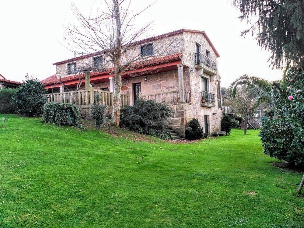 Casa Rural Os Carballos Outeiro أونلاين بأفضل الأسعار المسافر