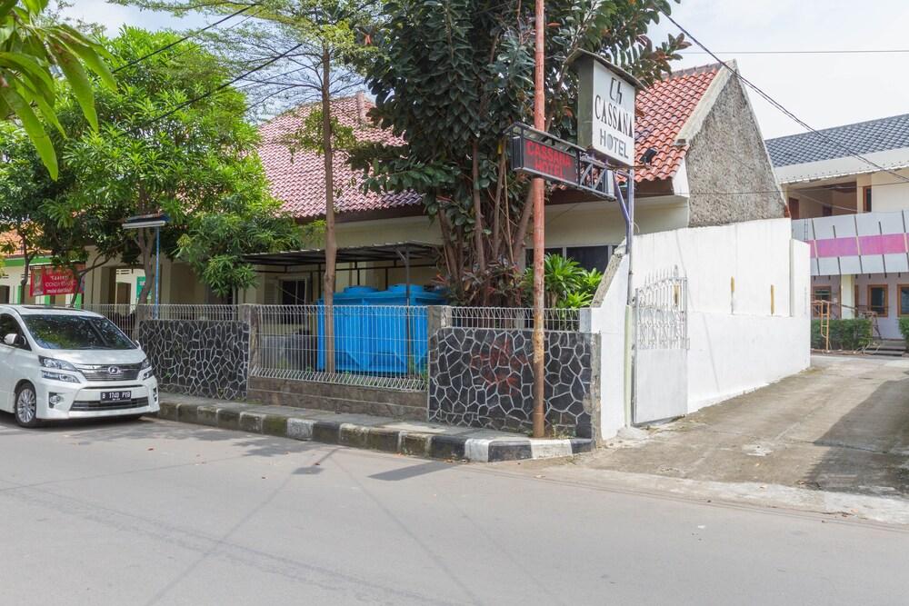 Gallery image of RedDoorz near Pasar Pagi Cirebon 2