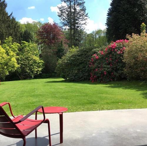Villa contemporaine dans la verdure