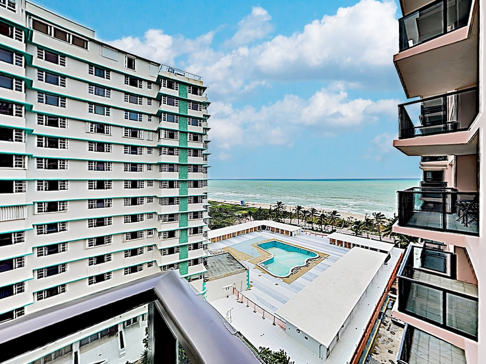 New Listing Upscale Beachfront W 2 Pools 2 Bedroom Condo