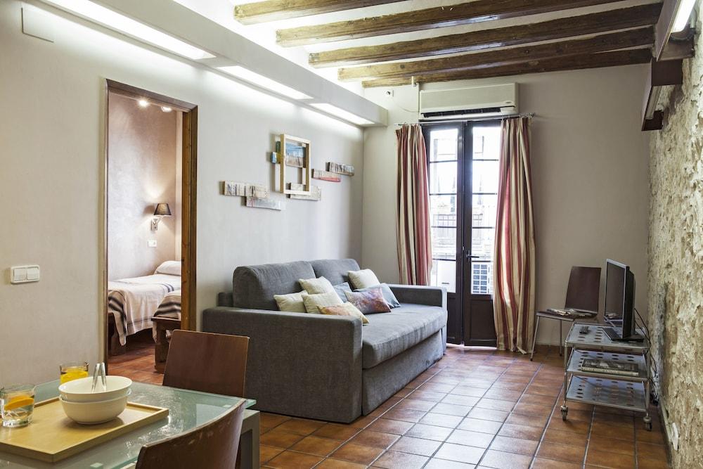 Ainb Las Ramblas Guardia Apartments