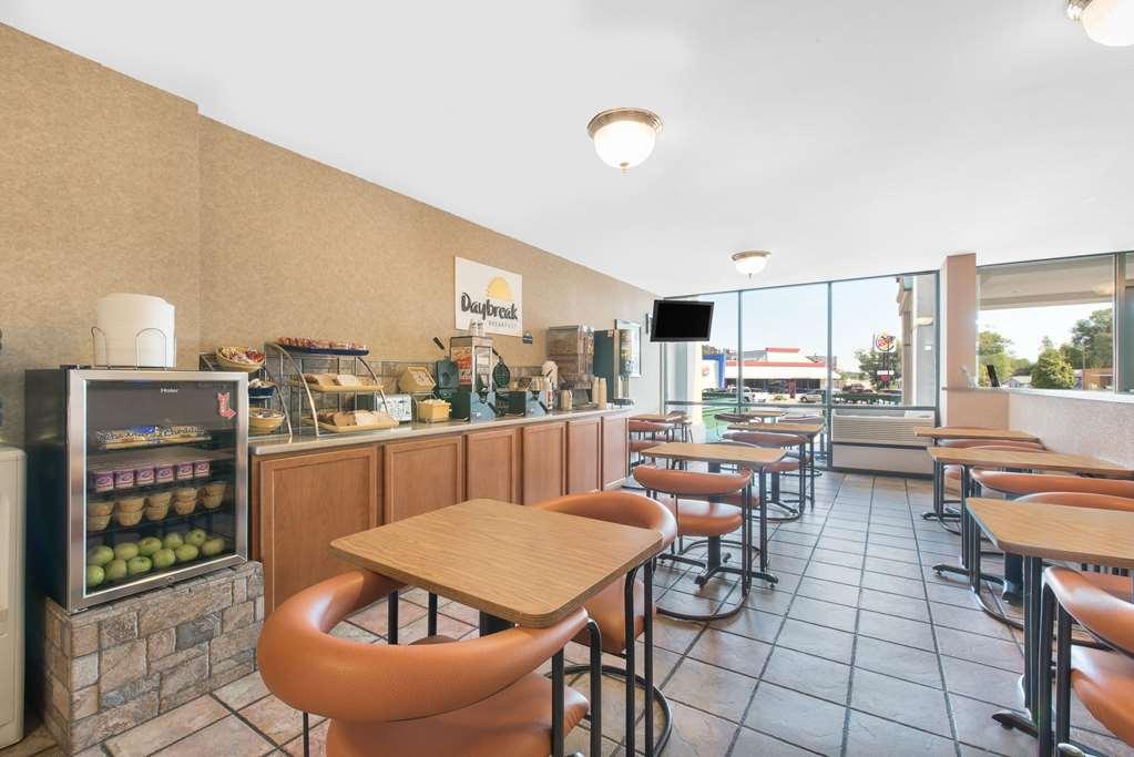 Gallery image of Days Inn by Wyndham West Rapid City