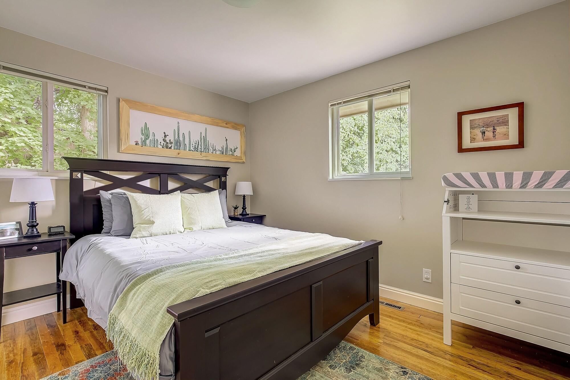 Beautifully Remodeled Private Park Close to CU