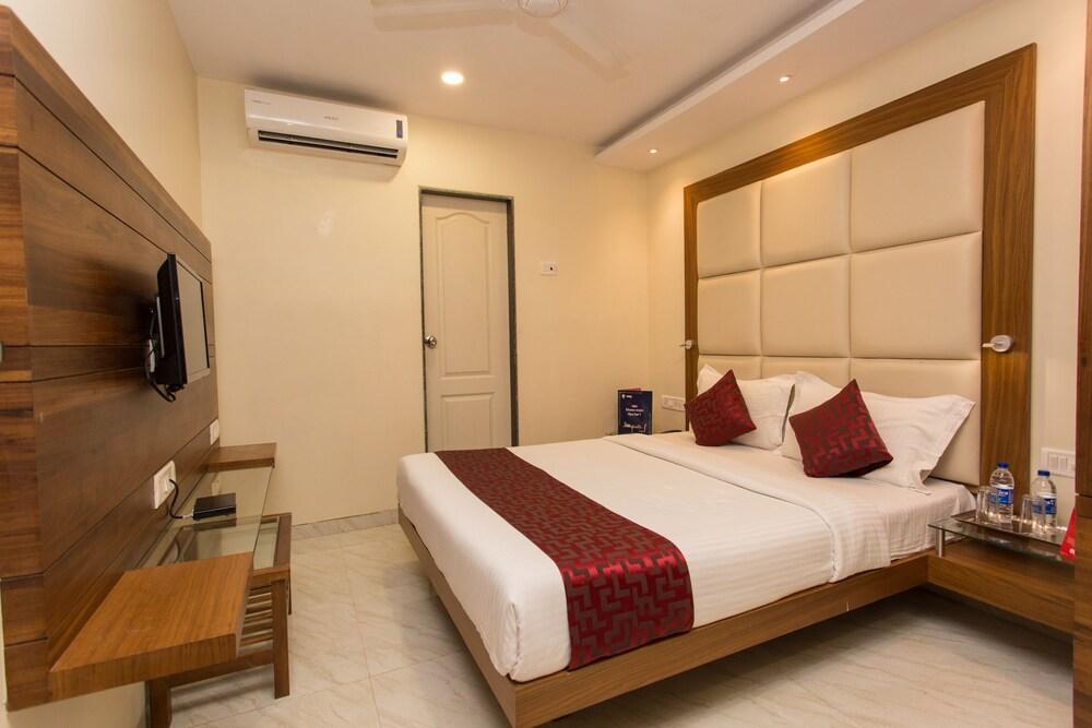 OYO 8872 Hotel Address Inn