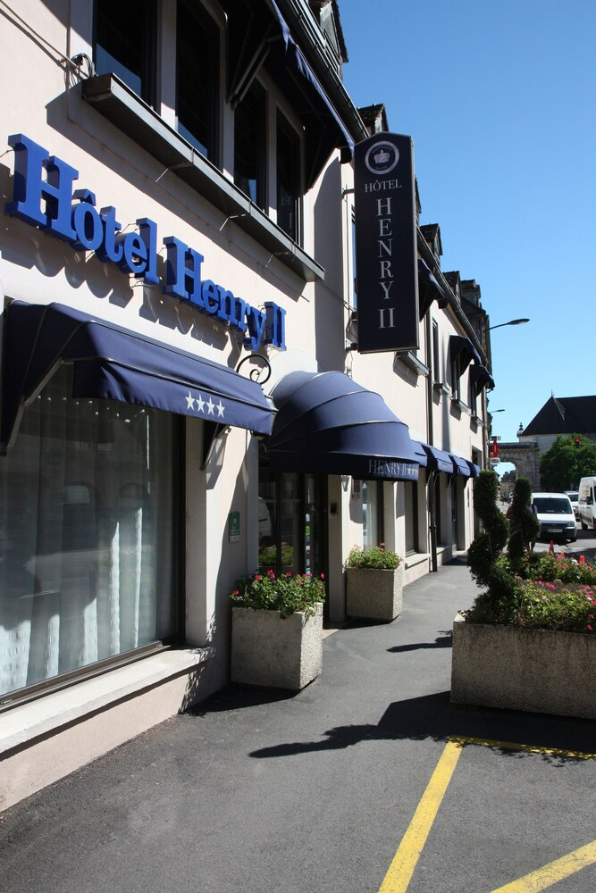 Gallery image of Henry II Hotel