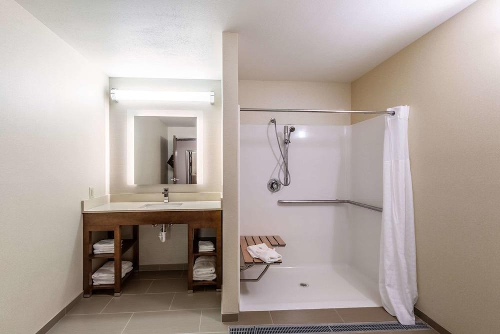 Gallery image of Comfort Suites Escanaba