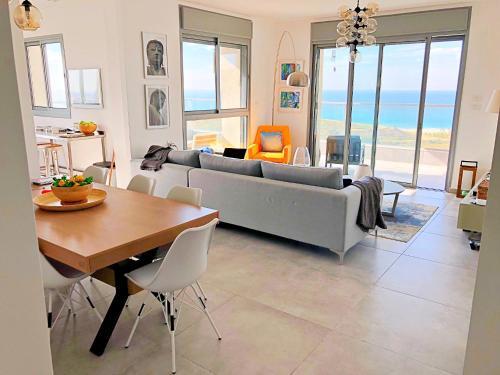Amazing Sea View Steps To Beach Near Tel aviv