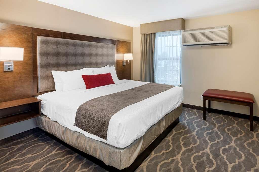 Gallery image of Best Western Plus Grand Castle Inn & Suites Grand Rapids West