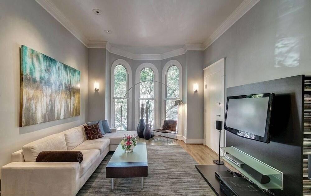 A Fabulous Washington DC 2BR 2 5BA Victorian Row Bi Level Apartment 4 Guests
