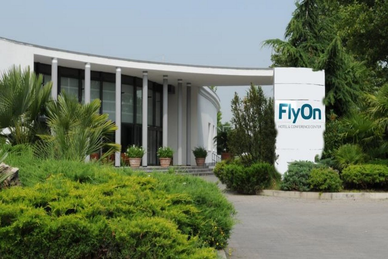 FlyOn Hotel & Conference Cente