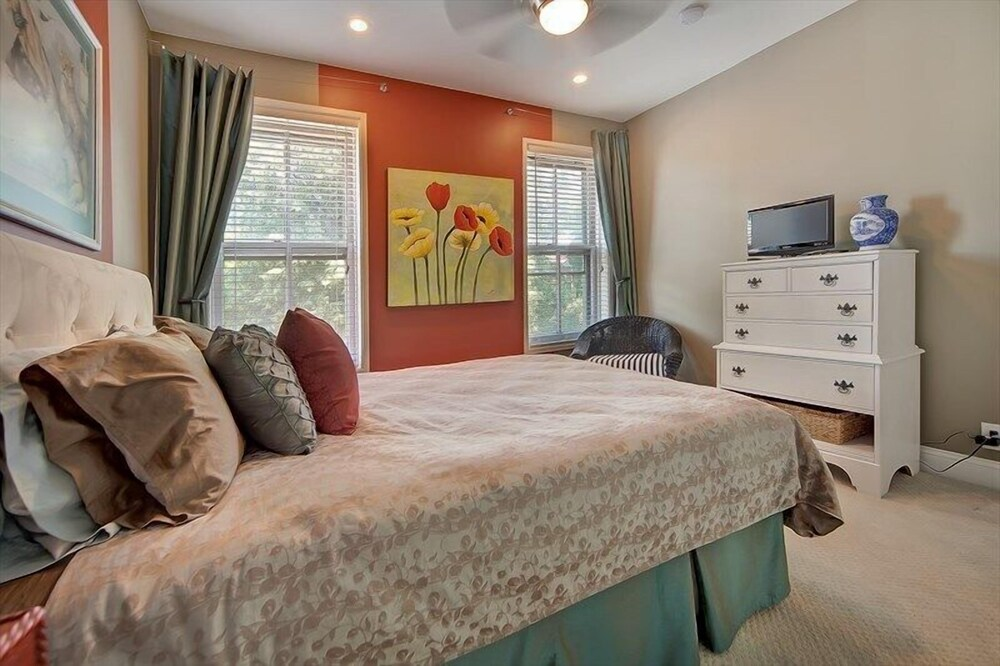 1218 Southeast Townhome #1017 3 Br Townhouse