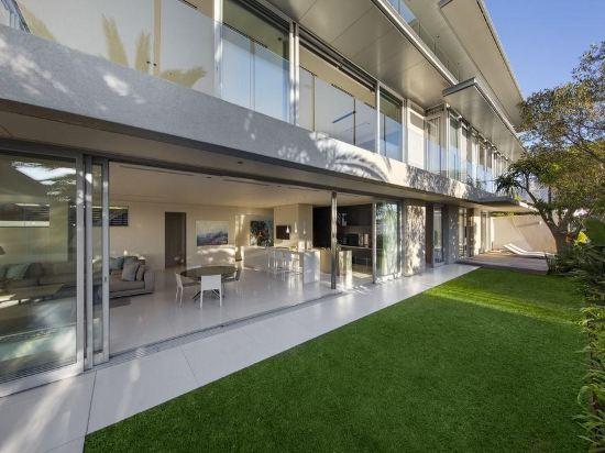 008 Bond Villa