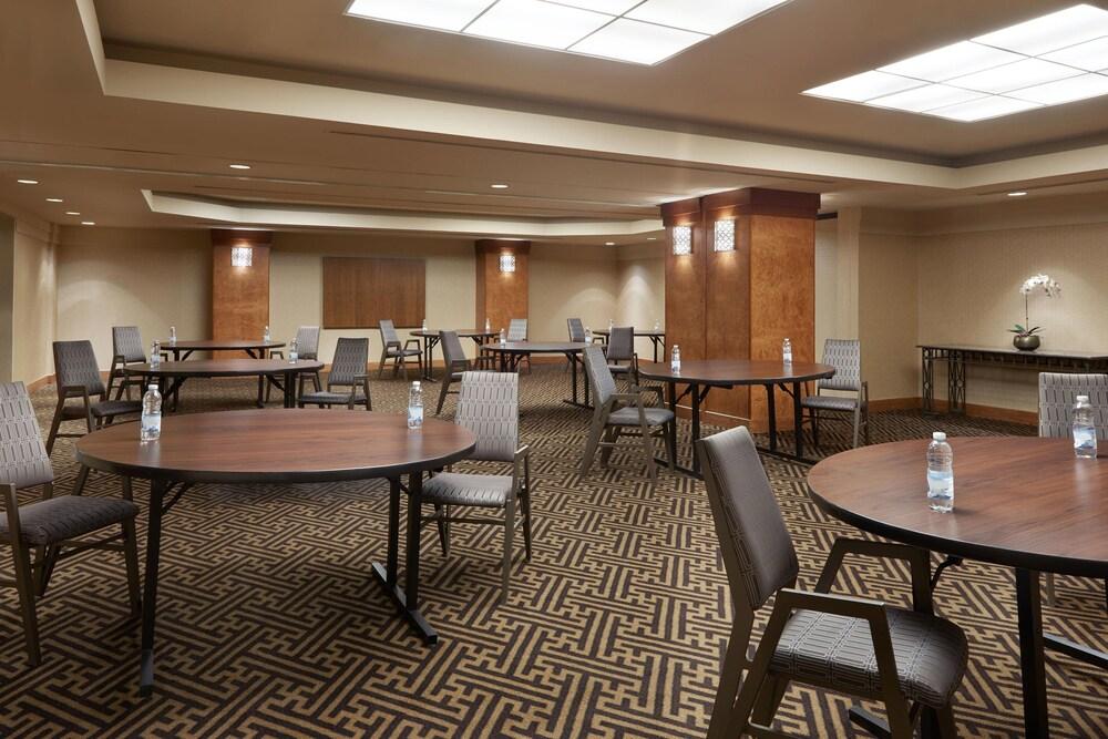 Gallery image of Sheraton Gateway Hotel In Toronto International Airport
