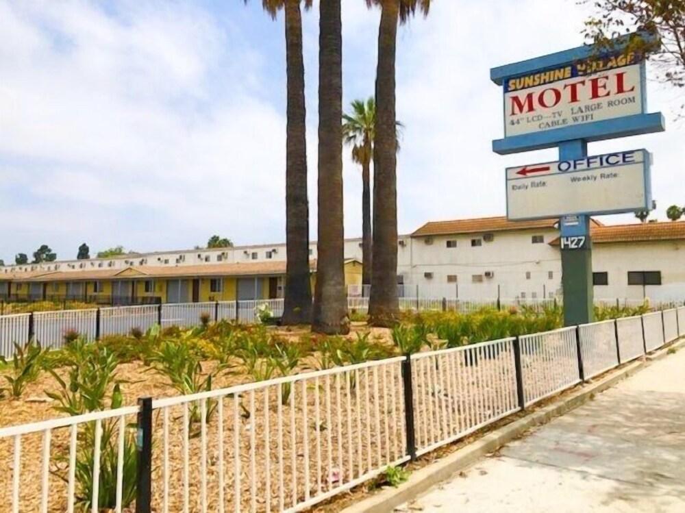 Sunshine Village Motel