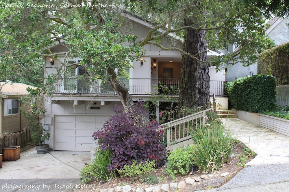 Carmel Seahorse. 3 Blocks to Carmel Beach 30 Night Stays or More Only