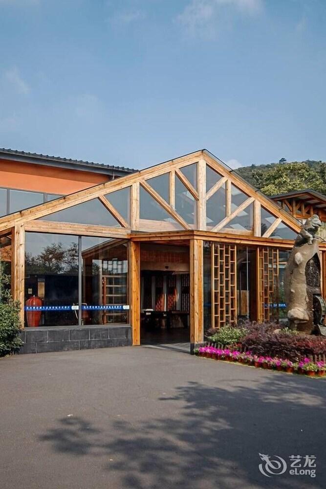 Nanjing Ziqinghu Hotspring Hotel