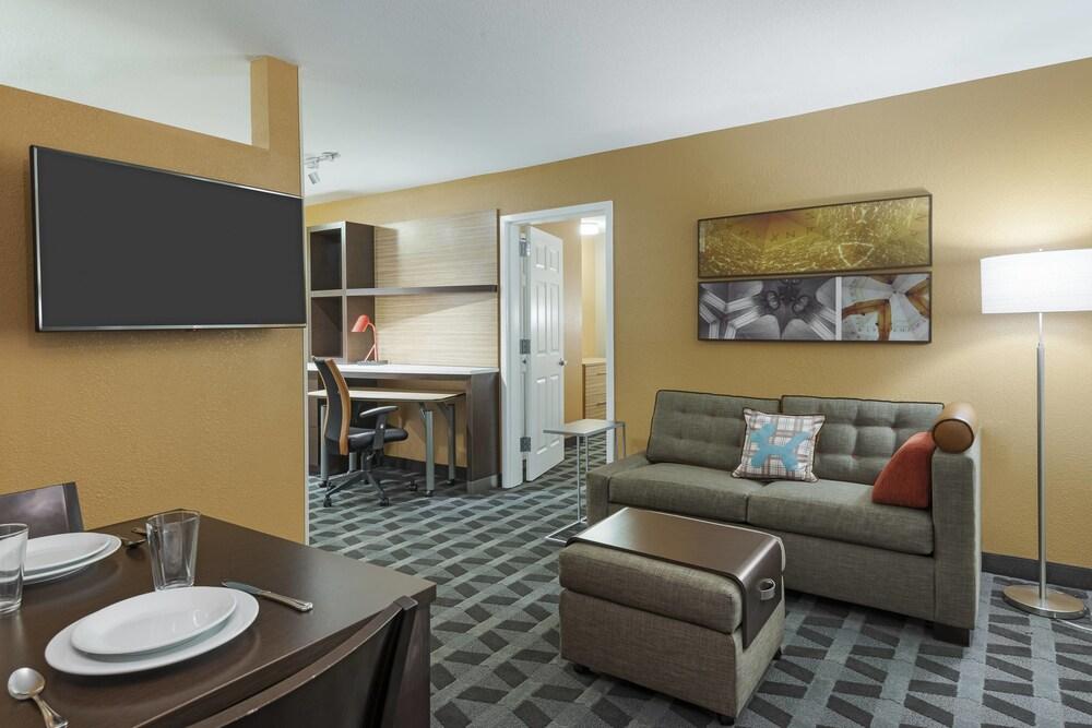 Gallery image of TownePlace Suites by Marriott Savannah Midtown