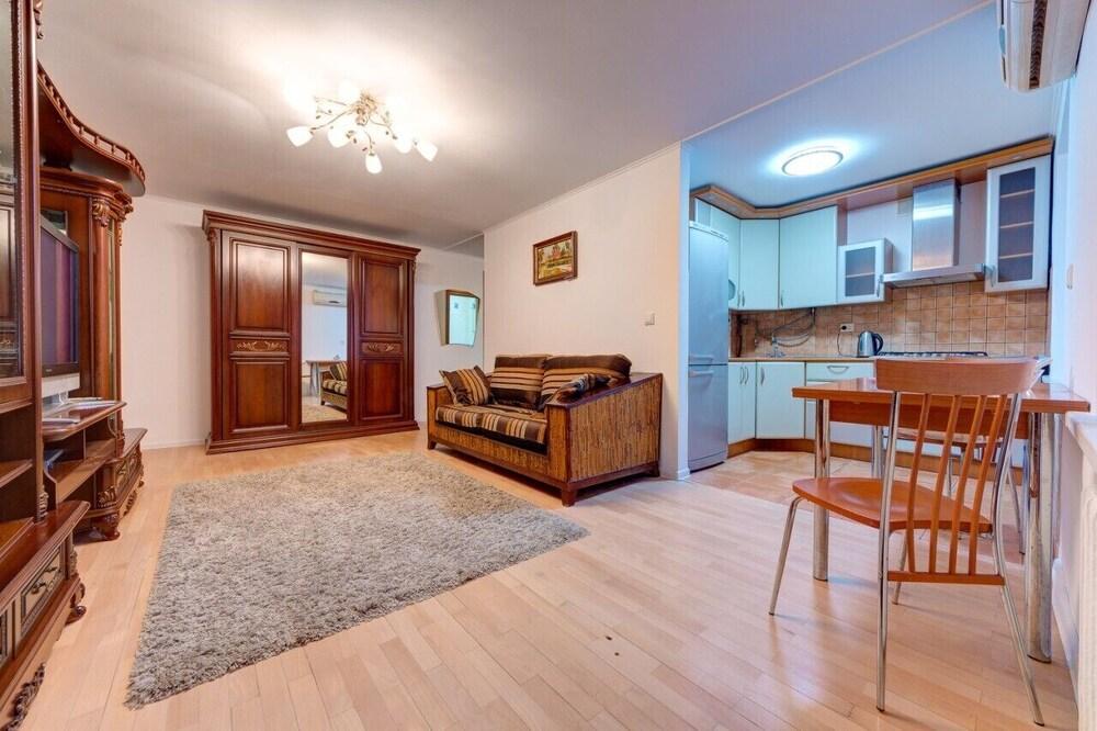 Exquisite apartment on the Moskovska