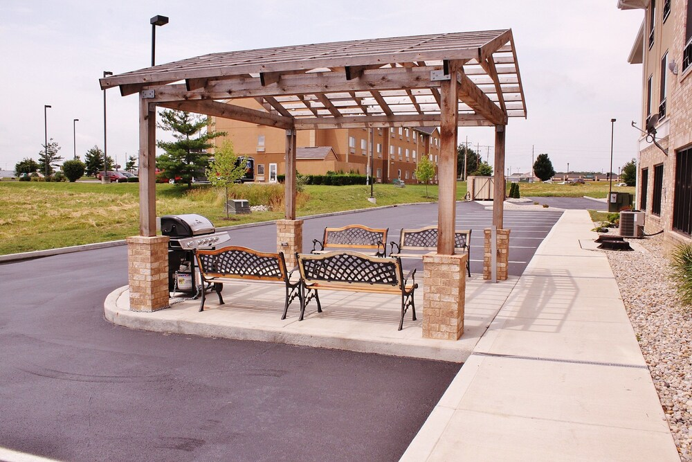 Gallery image of Holiday Inn Express & Suites Greenfield