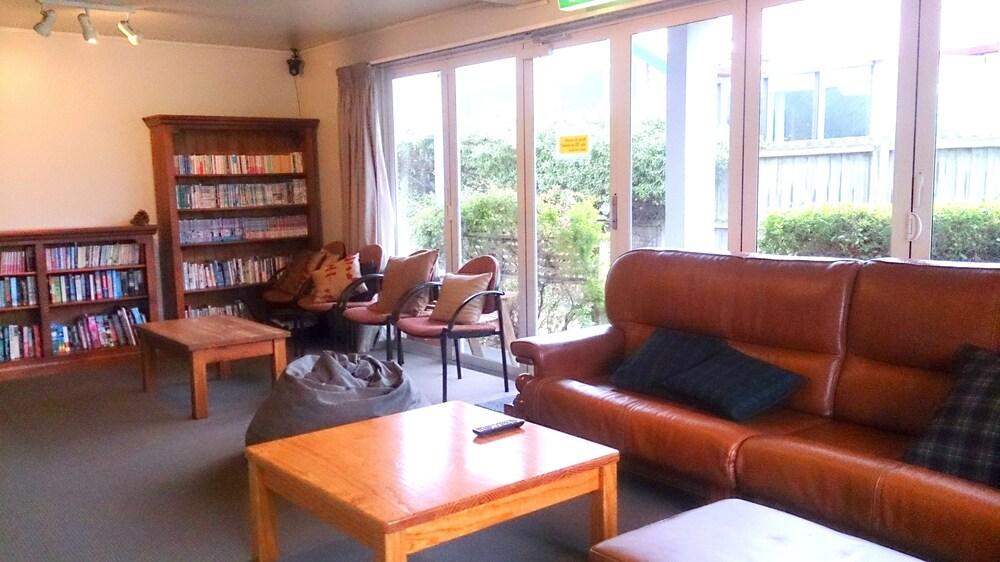 Kiwi House Hostel
