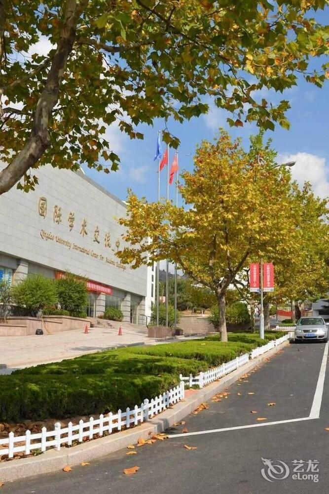 University Academic Exchange Hotel Qingdao