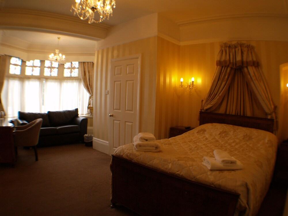 Gallery image of NormanHurst Hotel