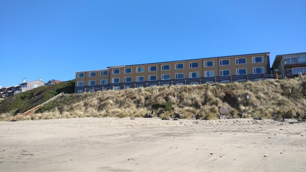 Sailor Jack's Oceanfront Inn