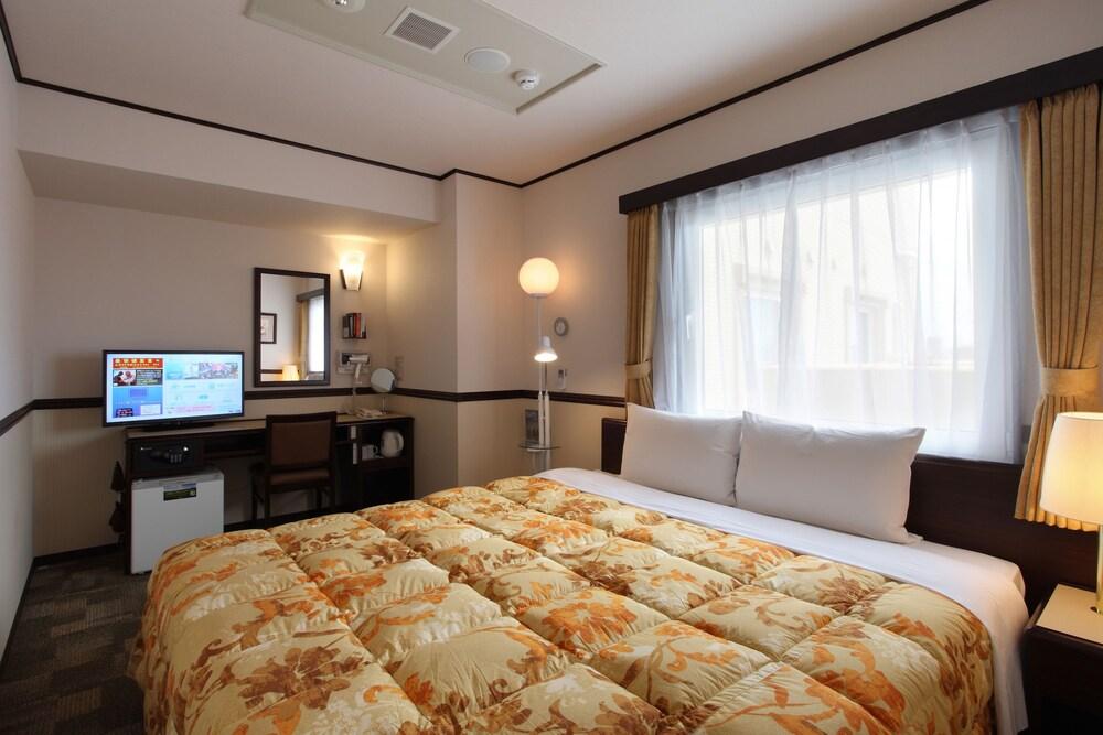 Gallery image of Toyoko Inn Shin yokohama Ekimae Honkan