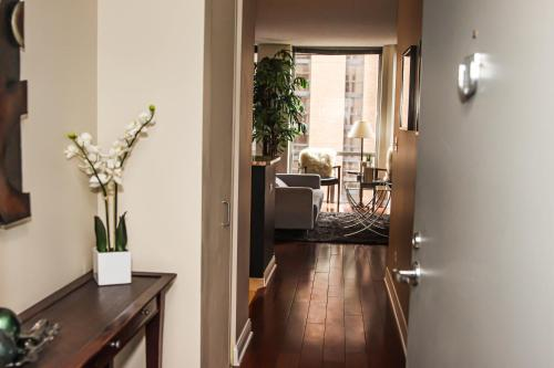 Downtown Chicago King 3 Bed Luxury Comfort Suite. Serving Medical Staff & First Responders