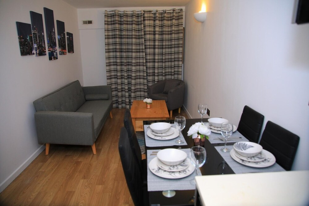 NEW Cosy 3BD Flat Minutes to Leeds City Centre