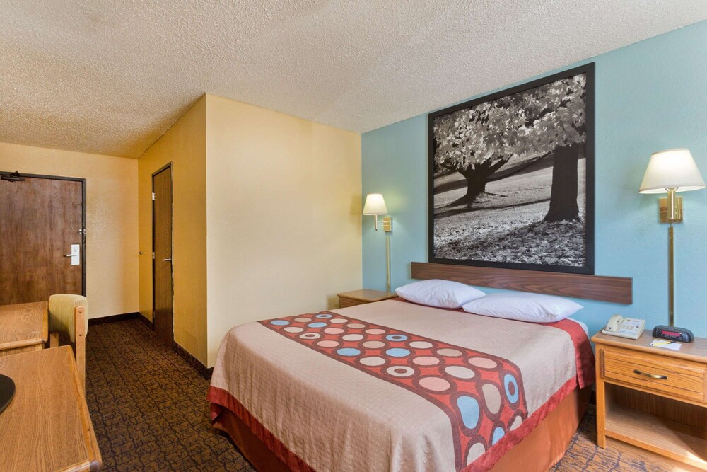 Gallery image of Super 8 by Wyndham Lexington Park California Area