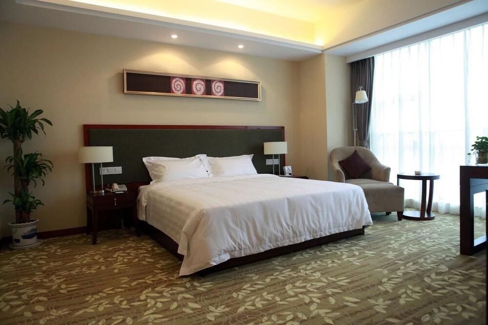 Suzhou East Shahu Linli Business Hotel