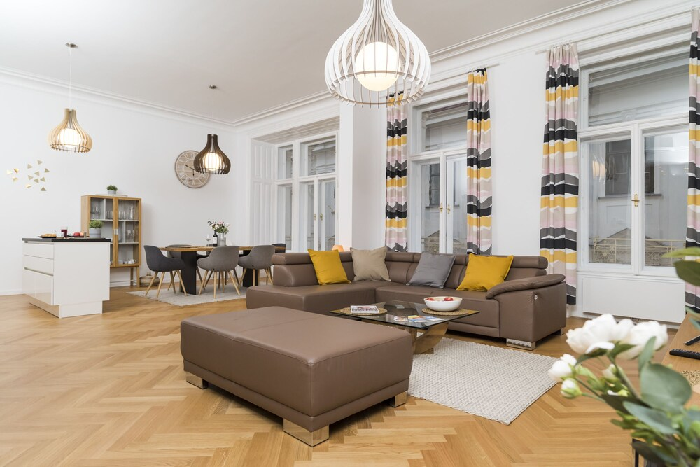 Singerstrasse Luxury Apartment