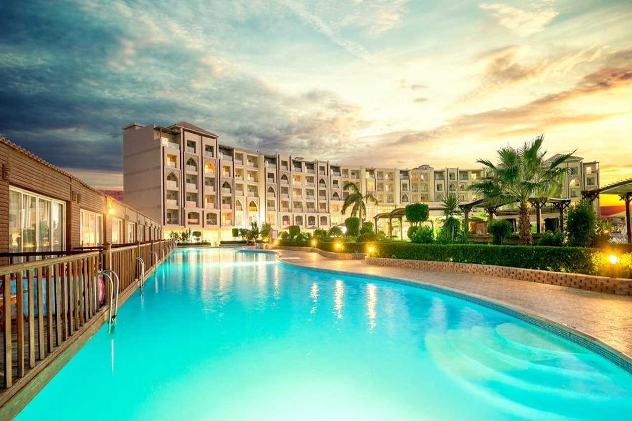 Hawaii Caesar Palace Hotel & Aqua Park Families and Couples only