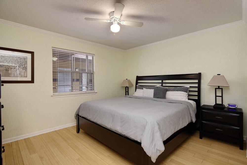 AustinStays 1 Bedroom Downtown Suite