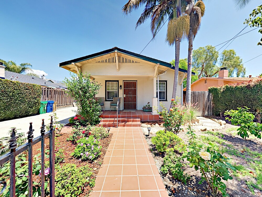 2br W Fire Pit Near Beach & Downtown 2 Bedroom Home