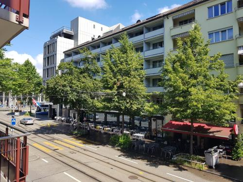 Large Condo close to lake in Citycenter